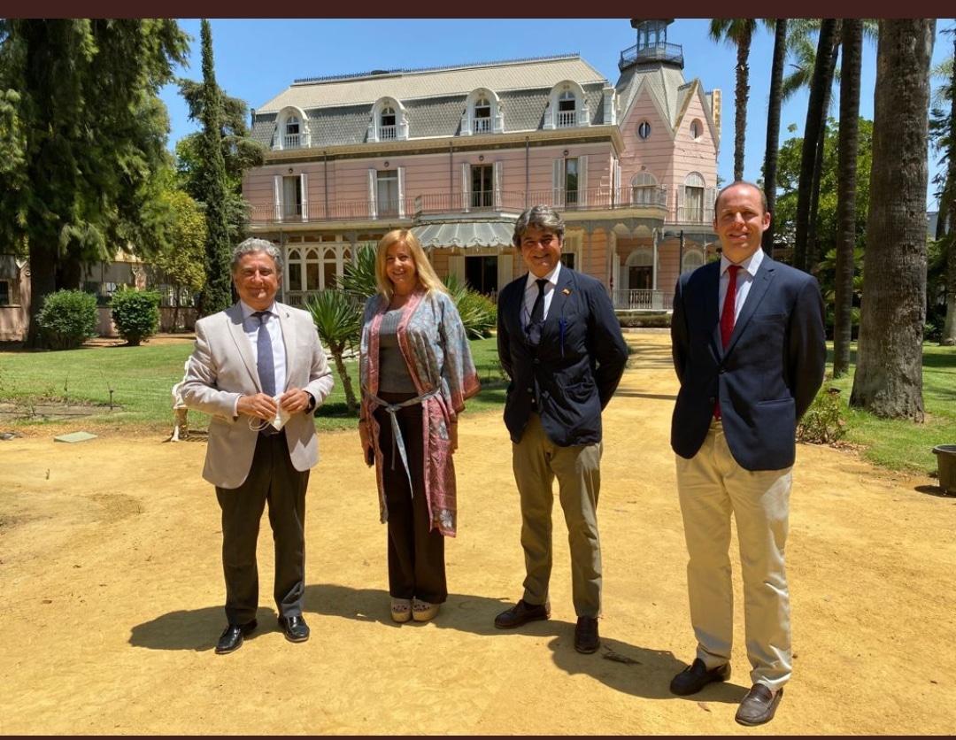 Visita del embajador de España en Filipinas a la Casa Rosa