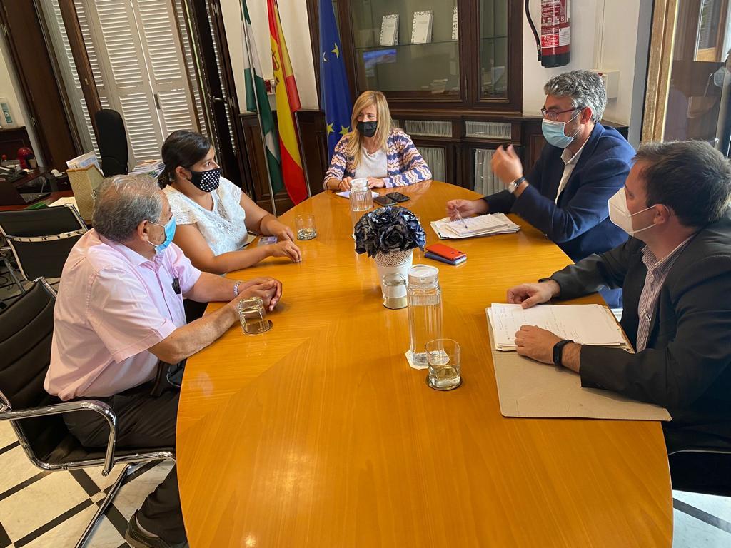 Rosario Alarcon con el Centro Cultural Andaluz de Palau-solità i Plegamans. Foto de la reunión